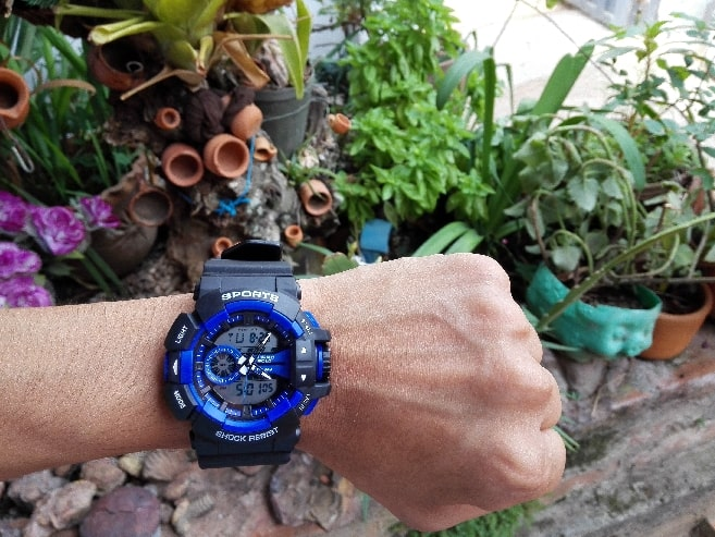 wristwatch for waiting efficiently